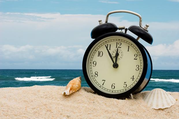 Depois de quatro meses, horário de verão termina na madrugada deste domingo