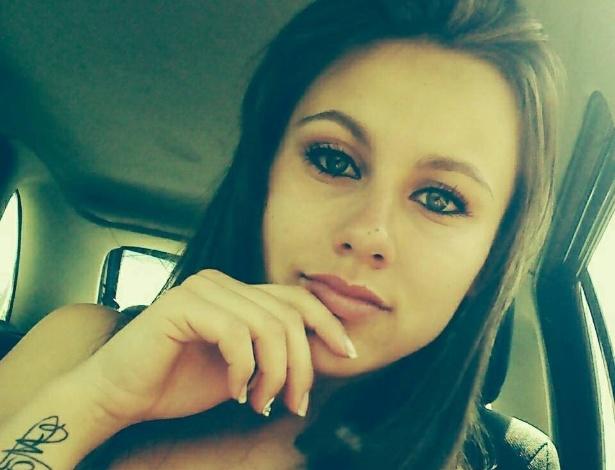 Jovem de 19 anos é morta a pedradas e facadas por três mulheres por trocar mensagem com homem