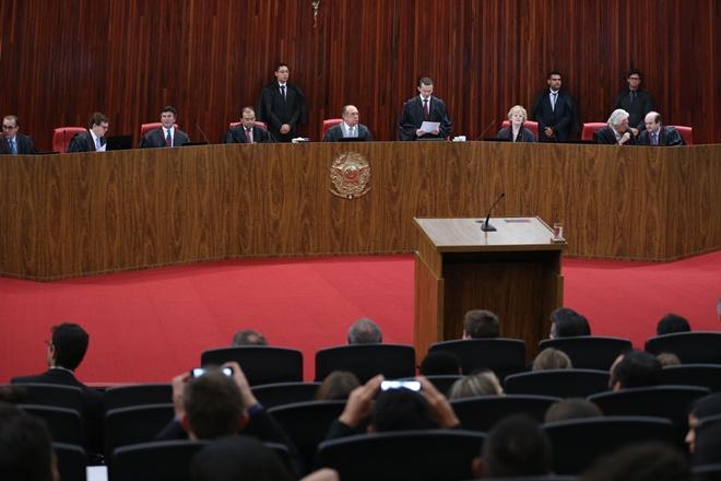 Julgamento de Temer no TSE entra no 2º dia com discussão sobre uso de delações