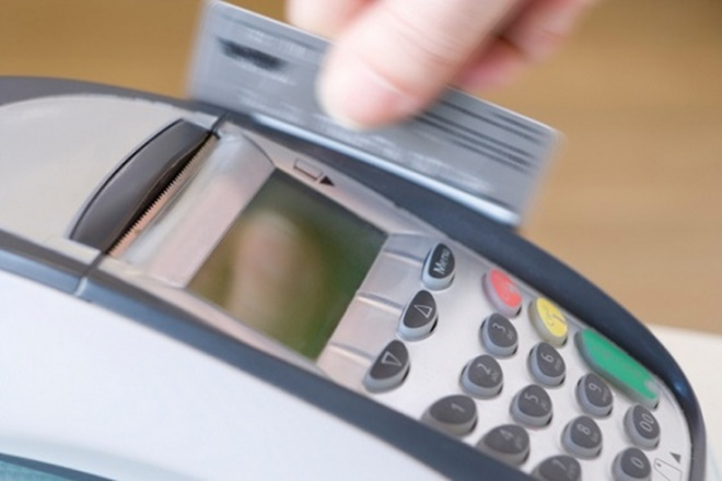 Juros do cartão de crédito serão reduzidos pela metade, anuncia Temer