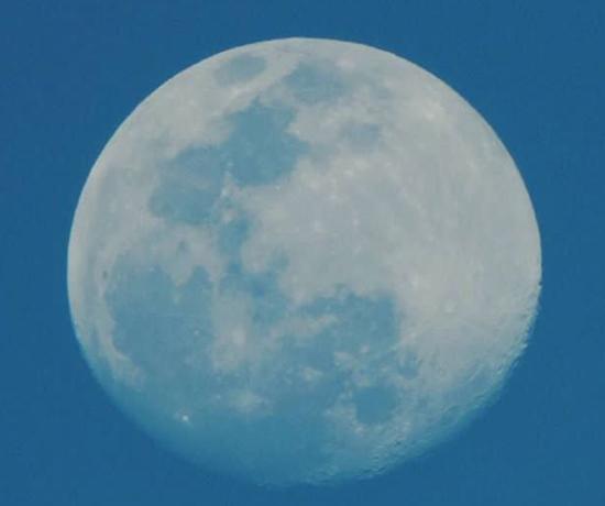 Pesquisa indica presença de água no interior da Lua