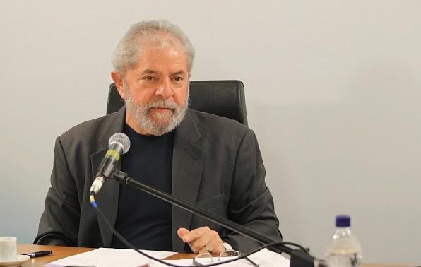 """Lula comenta delações da Odebrecht: """"No dia que provar algo, eu paro com a política"""""""