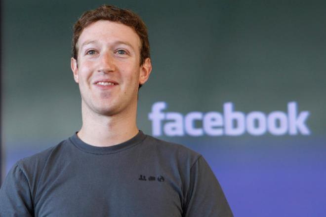 Zuckerberg tem 12 pessoas só para tirar críticas de seu perfil no Facebook