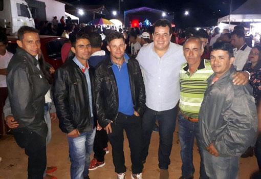 Érico Cardoso: Deputado Marquinho Viana participa da tradicional festa religiosa em Morro do Fogo