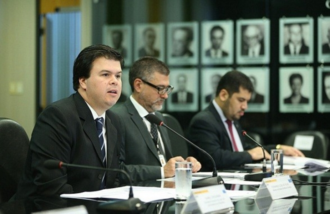 Ministros de Temer são exonerados para votar reformas; Fernando Filho entrega cargo