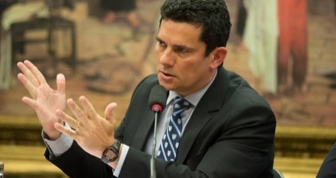 Moro determina que Polícia Federal devolva iPads dos netos de Lula