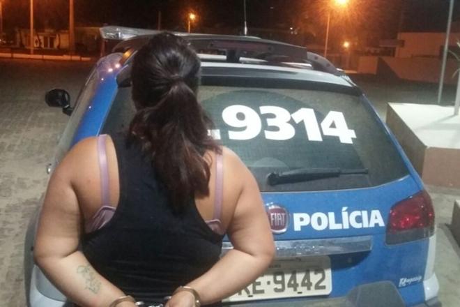 Maracás: Mulher é presa suspeita de invadir casa e matar namorada do ex-marido a facada