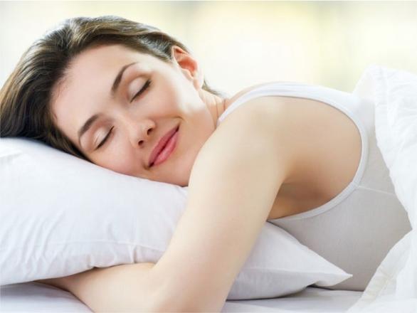 Por que dormir mais de 7 horas pode ajudar a perder peso