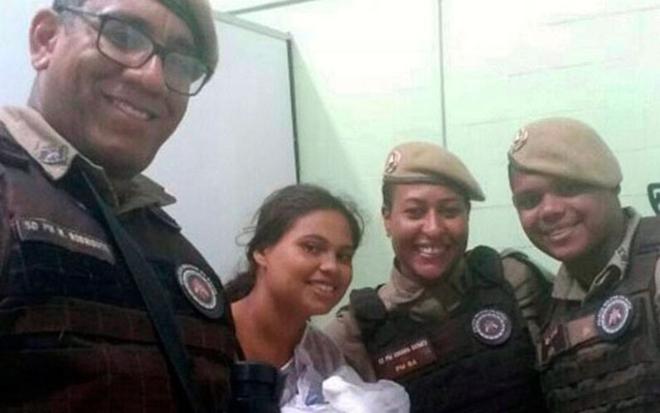 Policiais militares realizam parto no centro histórico de Salvador