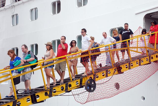 Dois mil turistas chegam de cruzeiro no Porto de Salvador