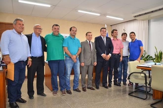 Prefeitos de Livramento, Jussiape e Rio de Contas participaram de reunião com Secretário de Infraestrutura Hídrica e Saneamento do Estado