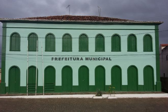 Município de Livramento de Nossa Senhora se compromete a exonerar parentes de prefeito