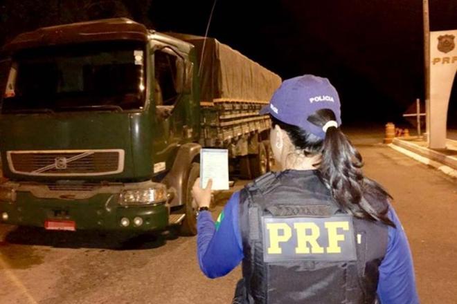 PRF apreende veículo de Bonito com documentação falsa em Ibotirama