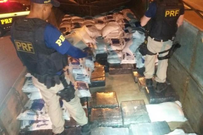 PRF de Jequié apreende mais de 2 toneladas de maconha na BR-116