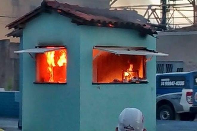 Após vazamento de botijão, explosão de gás incendeia quiosque em Xique Xique