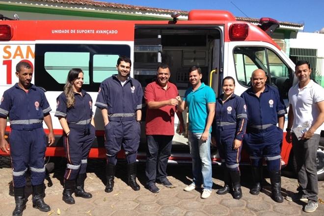 Livramento: Prefeito entrega chave da nova ambulância do Samu 192