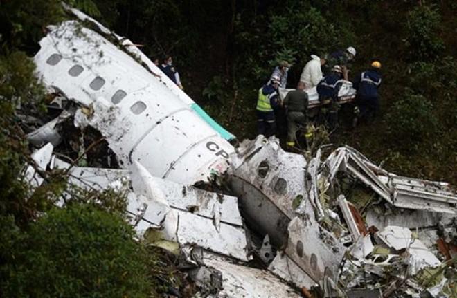 'As luzes se apagaram e não lembro mais de nada', diz aeromoça sobrevivente