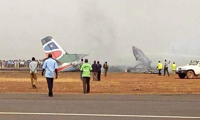 Mundo: Avião com 45 pessoas a bordo cai e ninguém morre