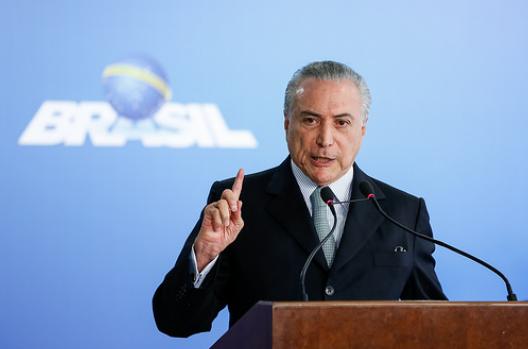 Michel Temer decide manter os oito ministros alvos de inquéritos no STF, diz colunista