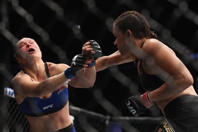 Amanda massacra Ronda em 48 segundos e mantém cinturão dos galos do UFC