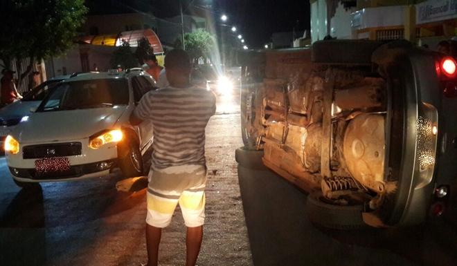 Motorista com sinais de embriaguez tomba veículo em Avenida movimentada de Livramento