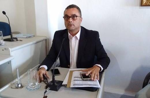 Rio de Contas: Vereador apresenta projeto que visa por fim ao recesso de meio de ano