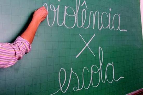 Violência em meio escolar: insegurança que aflige professores, alunos e familiares
