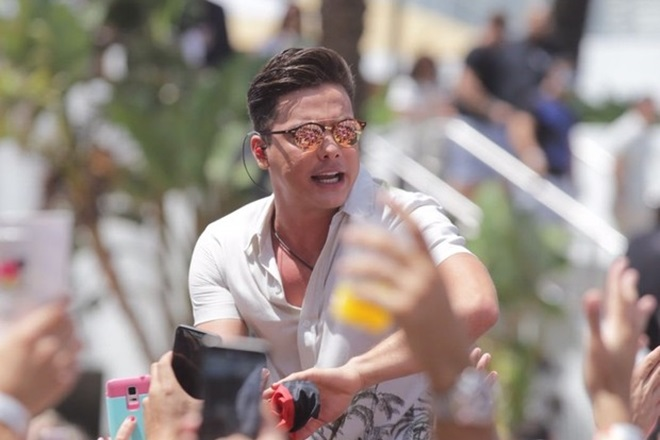 Wesley Safadão corta cabelo e estreia novo visual durante gravação de DVD em Miami